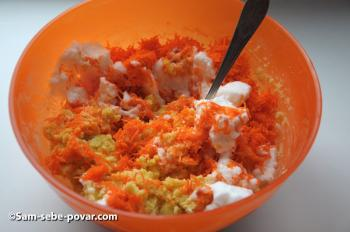замешиваем морковь и белки, фото