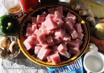 ингредиенты для свинины в кисло-сладком соусе, пошаговое фото