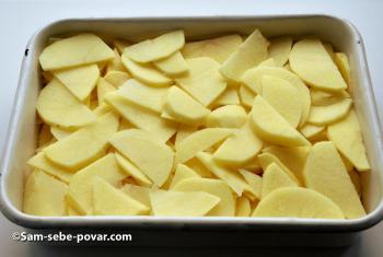чисти и режем картофель для мяса по-французски, рецепт с фото