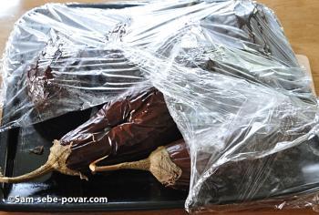 баклажаны накрываем пленкой, фото