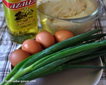 ингредиенты для приготовления пирожков с зеленым луком и яйцом, фото