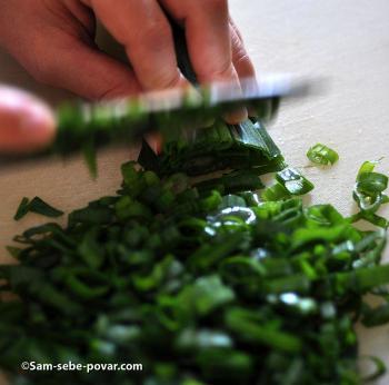 пошаговое фото, режем зеленый лук