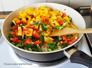 зажариваем овощи на сковородке, фото