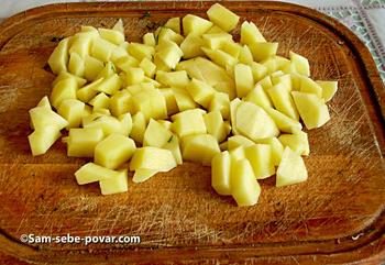 грибной суп, рецепт с фото, нарезаем картофель кубиками